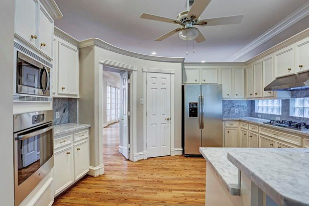 Kitchen with new stainless steel appliances. (photo 3)