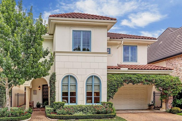 Lovely 2 story Tuscan inspired patio home is situated on a cul-de-sac street in the gated Creekside Villas of Memorial subdivision..in Spring Valley. (photo 2)