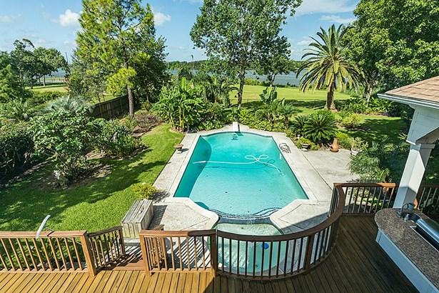 Amazing view the pool and Armand Bayou. (photo 1)