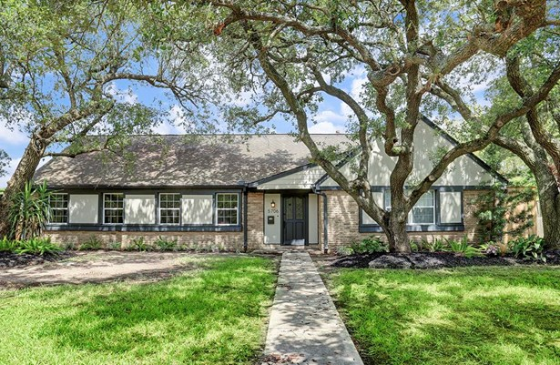 Spacious updated ranch style 3/2 on 10,800 square foot lot with 2 car detached garage. (photo 1)