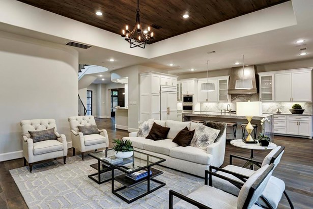 The open floor plan is perfect for entertaining or everyday living! (photo 5)
