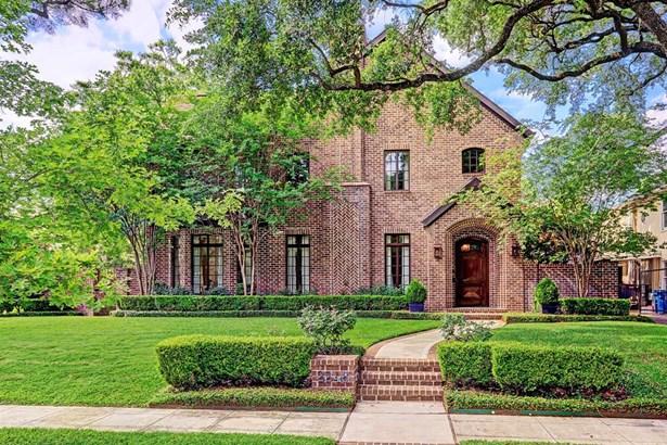 Enchanting River Oaks 4-5 Bedroom Custom Residence Nestled On A Prime Corner Property Showcasing A Distinguished English Design. (photo 1)