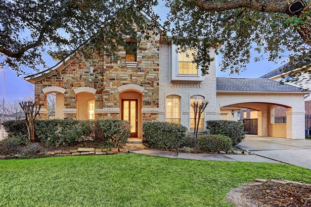 Beautifully appointed corner lot in Greenwood with stone facade (photo 1)
