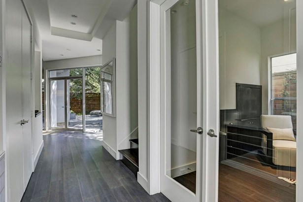 Welcome to 1713 Vassar. Large entry hall leading to main first floor living with view of study,office. (photo 4)