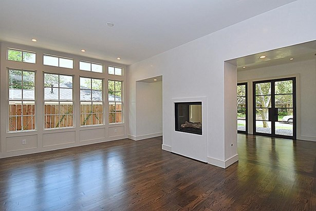 Huge Formal Dining Room with Raised double-sided Fireplace shared with Living Room. (photo 5)