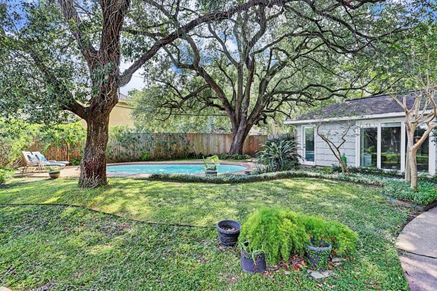Another angle of lush backyard with gorgeous oak trees, pool and 8 privacy fence (photo 4)