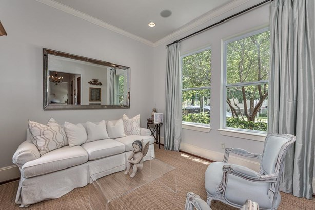 Formal salon, great for entertaining and can be used as a study. (photo 2)