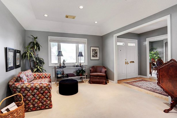 Spacious living room open to the den and entry. (photo 4)