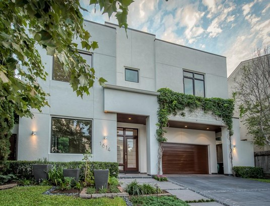 Extraordinary 4-bedroom Smart Home in Hyde Park/River Oaks area with gorgeous pool and covered patio, fabulous finishes and close to River Oaks shops & restaurants. (photo 1)