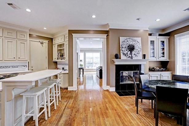 Kitchen and Breakfast Room (photo 4)