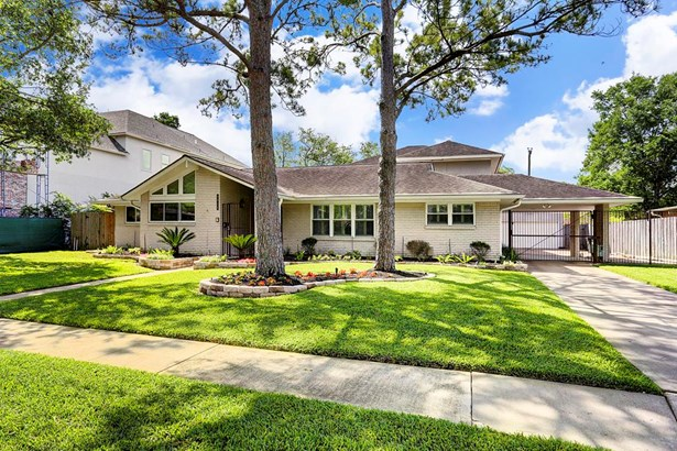 Beautifully updated and maintained Meyerland home. NEVER FLOODED, per seller. (photo 1)