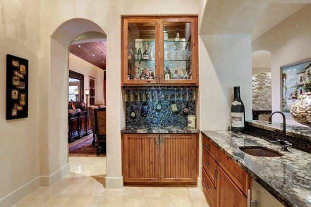 A view of the butler s pantry and wet bar looking into the dining room. The counters are Brazilian Granite. (photo 5)