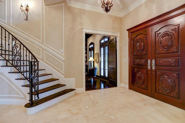 Impressive entry in this gorgeous home! (photo 2)