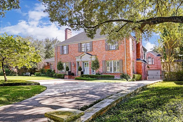 A River Oaks Classic. This 4 Bedroom Residence Is Situated On Over 17,800+ Sq. Ft. Of Manicured Grounds (photo 1)