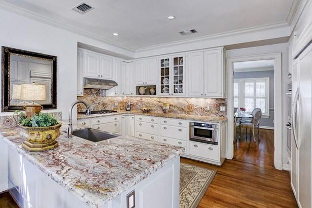 Gourmet Kitchen (photo 5)