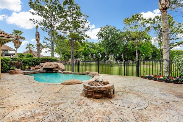Gorgeous property with amazing #4 Fairway and Lake views (photo 1)