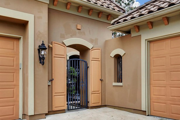 Exterior Wrought iron gate leading to the front court yard (photo 4)