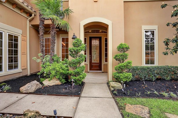 Beautiful court yard leading to the front door (photo 5)