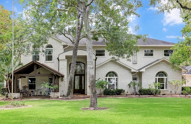 This beautiful home could be yours! Along with a resort style back yard there s a great covered porch to watch the world go by as well. (photo 2)