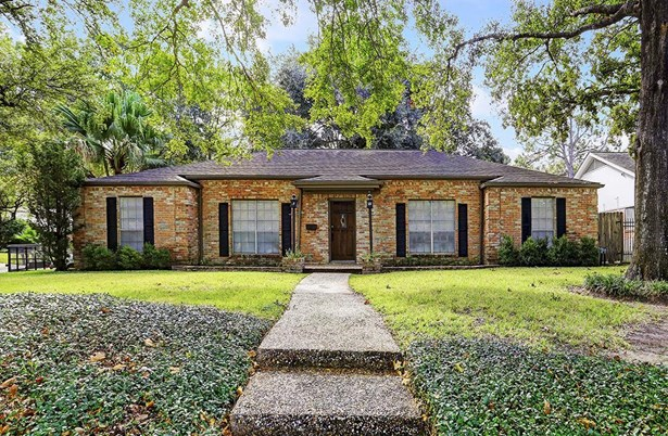 Welcome to 10003 Briar Forest in well located, popular Briargrove Park. Perched on a high lot at the corner of Briarpark, this home did NOT flood during the Harvey storm tragedy. Easy access to Beltway8, City Centre, Memorial City, and Galleria. (photo 1)