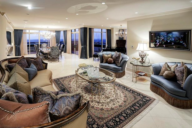 Completely Renovated Home In The Sky Offers Gracious Room Sizes And Premium Quality. (photo 4)
