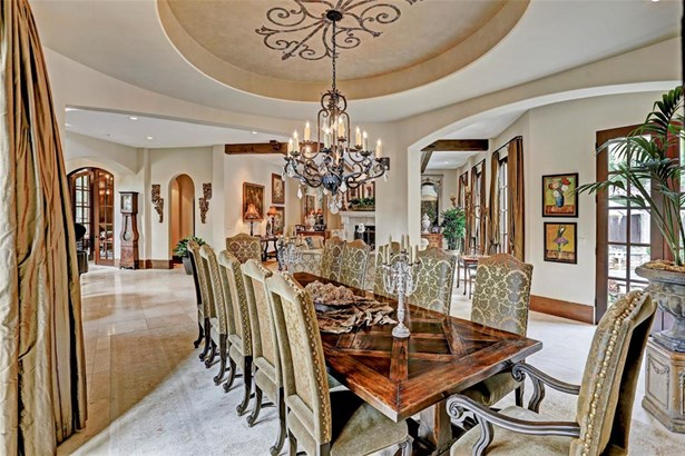 Formal dining room with 12 foot raised oval ceiling (photo 5)
