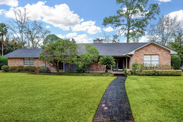 This home is spacious, and lives nicely. The added bonus: This home is zoned to great schools. (photo 3)