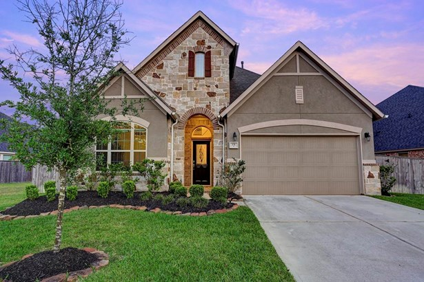 Attractive 2014 Ryland Home in Montgomery s Woodforest Master Planned Community. This energy efficient home has been well maintained and meticulously landscaped. (photo 1)