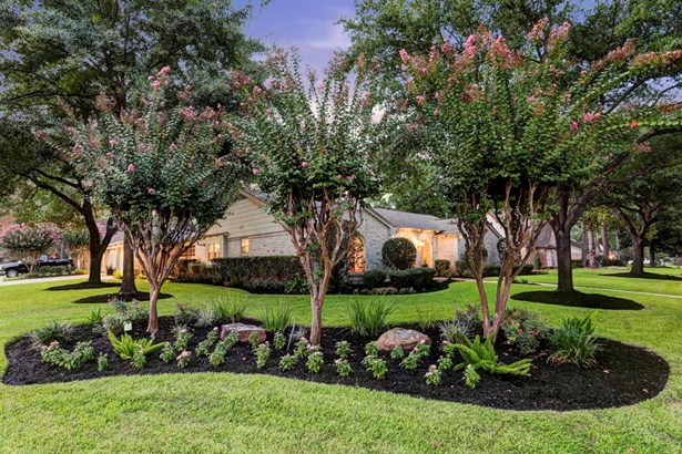 An alternate exterior view of the fresh and well-planned garden accents that frame this exceptional residence. (photo 3)