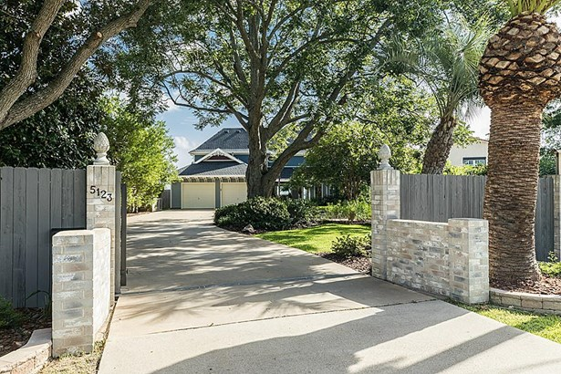 Brick entry with large fence for privacy. Remote control entry gate. (photo 4)