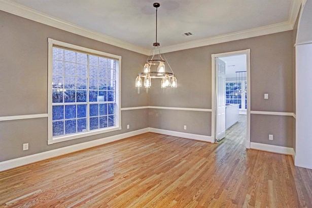 Entertain all of your guests in this nice size formal dining room located right off of the kitchen! (photo 4)