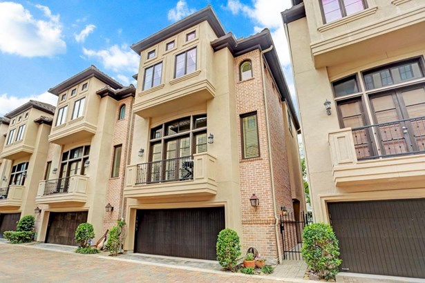 Beautiful Lovet home in a great location. Minutes to Med center, museum district and downtown (photo 1)