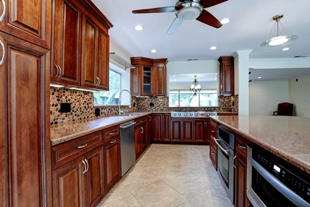 Chef s kitchen features all JennAire stainless appliances. Stovetop has 4 burners PLUS grill! Top of the line cabinets and fixtures. (photo 4)