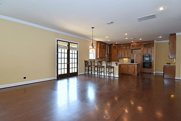 Open Concept Living/Dining/Kitchen combo. (photo 4)