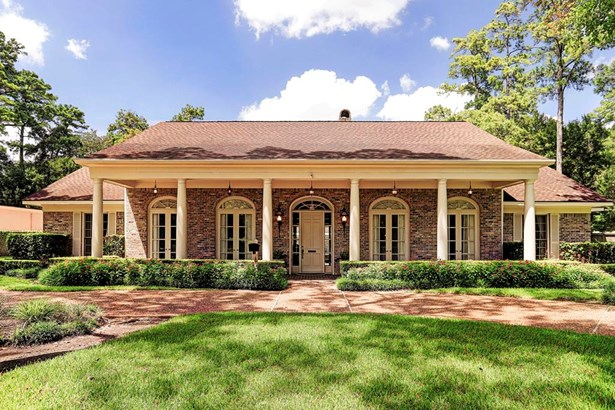 Facing south, with timeless elegance, this one-story home sits on a 40,997 sq.ft. lot (HCAD) (photo 2)