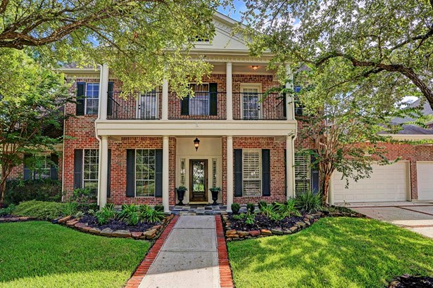 Stunning traditional on a 17,099 sqft corner lot in Bay Oaks. (photo 1)
