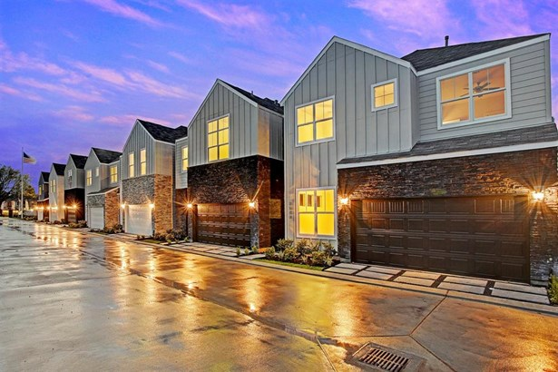 Photo of a similar home in Hollister Park. Here is a community perspective of Hollister Park. The well positioned community in Spring Branch features designated guest parking and communal outdoor areas (photo 2)