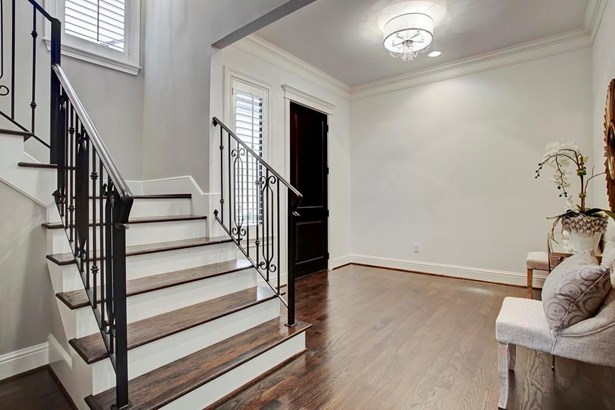 Large entry welcomes you. Well planned layout with wonderful first floor living. (photo 3)