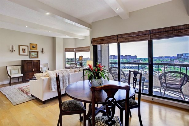 Dining Room area with a beautiful southern view with balcony access. (photo 4)