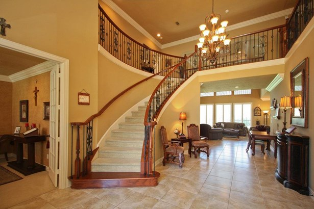 Formal entry with spiral staircase and winch- operated chandelier for easy cleaning and adjustable length (photo 3)