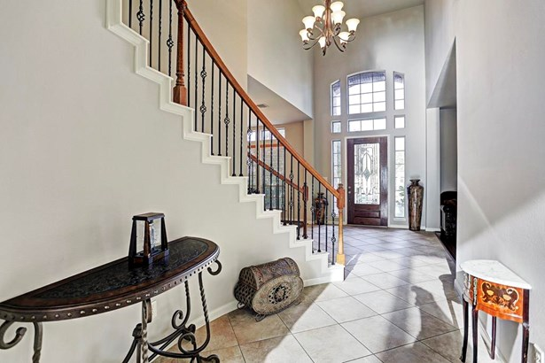 Grand Entry. Sweeping staircase to the second floor. Chandelier, tile flooring and full of light. (photo 2)