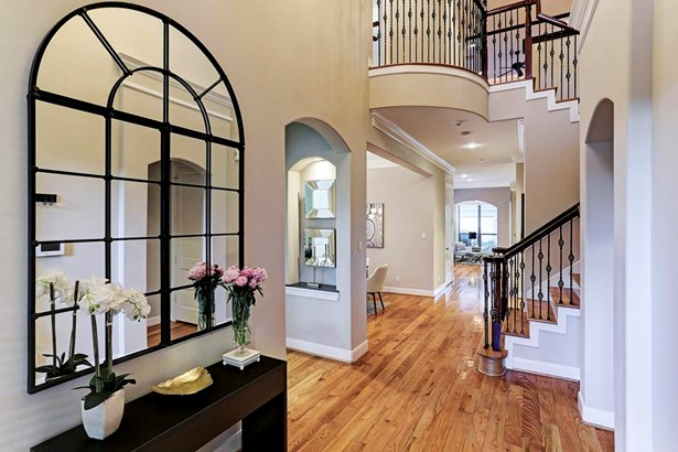 Stunning entry with soaring ceilings and gleaming white oak hardwood flooring. (photo 3)