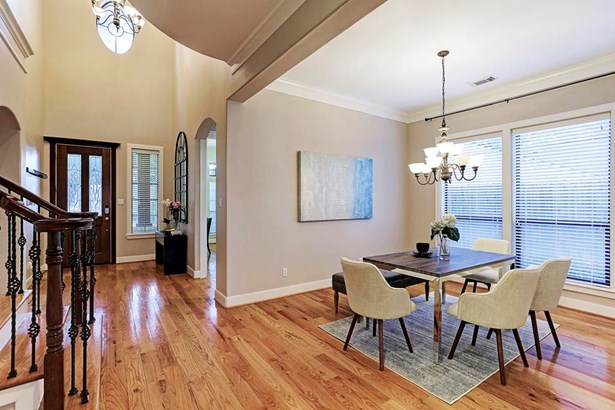 Wonderful Dining Room with hardwoods, positioned across from Kitchen. (photo 4)