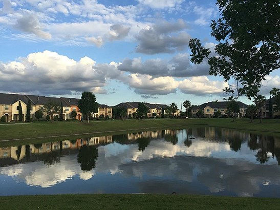 The Lakes of Parkway townhome section has it own lake with fountains. (photo 3)