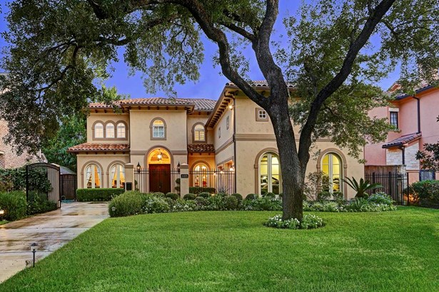 Another front view of this gorgeous Mediterranean style Bellaire home! (photo 2)