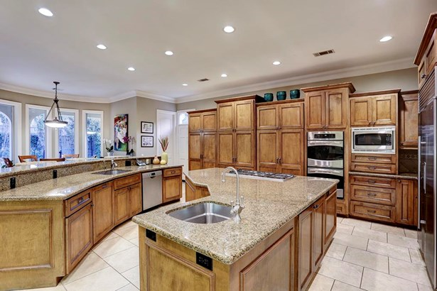 The possibilities are endless with this enormous kitchen. (photo 5)