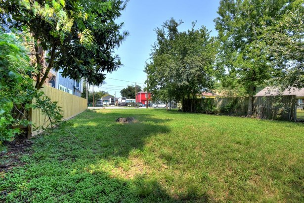 Gaze from the back of the property toward the street. (photo 5)