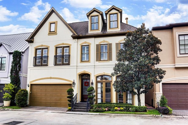 Beautiful Masterpiece in an exclusive gated community. Minutes to the Medical center and Downtown (photo 1)