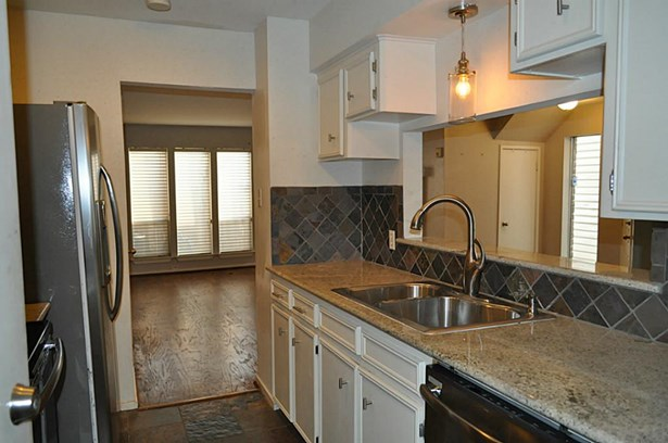 Kitchen with new range, dishwasher and microwave (photo 5)