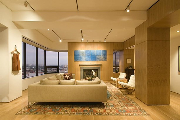 Stunning penthouse on 30th floor. Magnificent formal living room with wall to wall windows, lots of natural light, beautiful hardwood floors, gas log fireplace, recess lighting and spectacular views of Houston's skyline. (photo 1)
